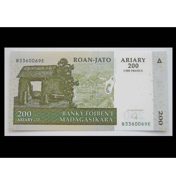 Мадагаскар 200 ариари 2004 г.