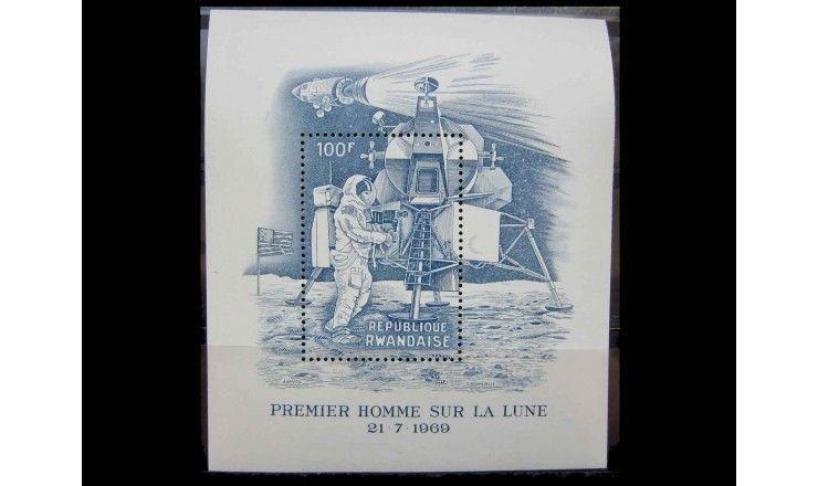 "Руанда 1969 г. ""Первая пилотируемая посадка на Луну - Аполлон-11"""