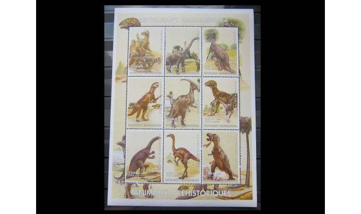 """Мадагаскар 1999 г. """"Динозавры"""""""