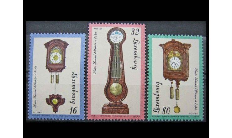 """Люксембург 1997 г. """"Настенные и напольные часы"""""""