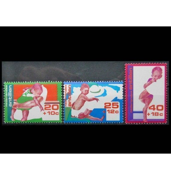 """Нидерландские Антиллы 1976 г. """"Разные способы ношения ребенка"""""""