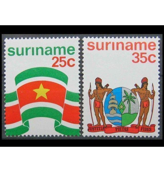 """Суринам 1976 г. """"Государственный флаг и герб"""""""