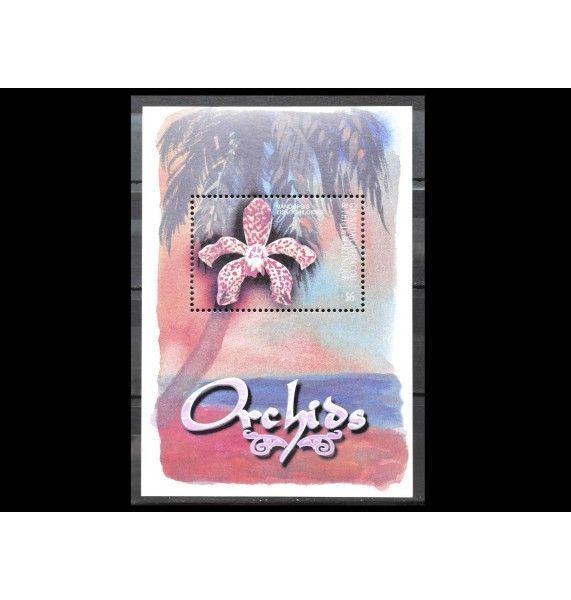 "Гренада Карриаку и Петит Мартиник 2001 г. ""Орхидеи"""