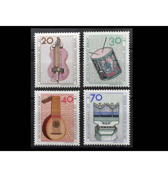 """Западный Берлин 1973 г. """"Благотворительные марки: Музыкальные инструменты"""""""